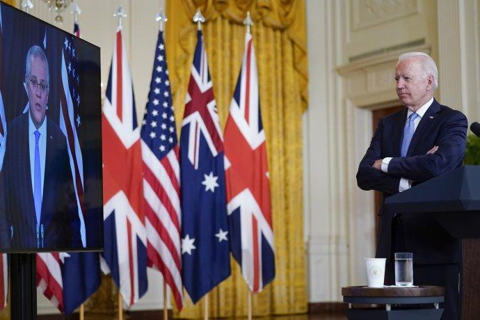 Americký prezident Joe Biden, britský premiér Boris Johnson ajeho australský protějšek Scott Morrison (na snímku vlevo) oznámili po středečním trilaterálním jednání vznik obranné aliance AUKUS. Foto:ČTK/AP