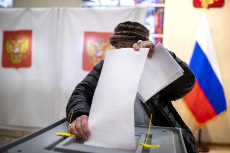 Vítěz do ruské státní dumy byl předem znám. Jednotné Rusko doprovodí komunisté inacionalisté. Zda ještě někdo, není zatím jisté. Foto:Mindaugas Kulbis, ČTK/AP