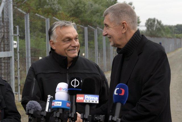 Strašení uprchlíky. To je téma, které si zvlášť oblíbili. Tisková konference Andreje Babiše aViktora Orbána na maďarských hranicích. Ilustrační foto:ČTK