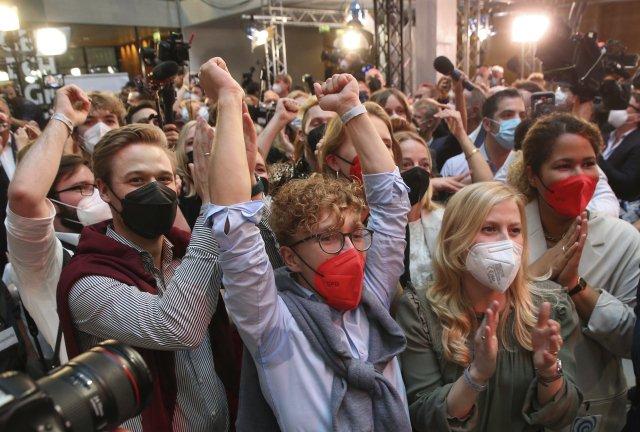 Příznivci SPD se radují po ohlášení prvních odhadů. Foto:ČTK