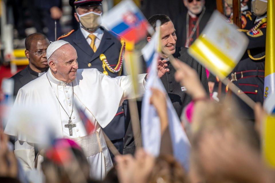 Papež František po příletu na Slovensko. Foto: Tomáš Benedikovič, Denník N