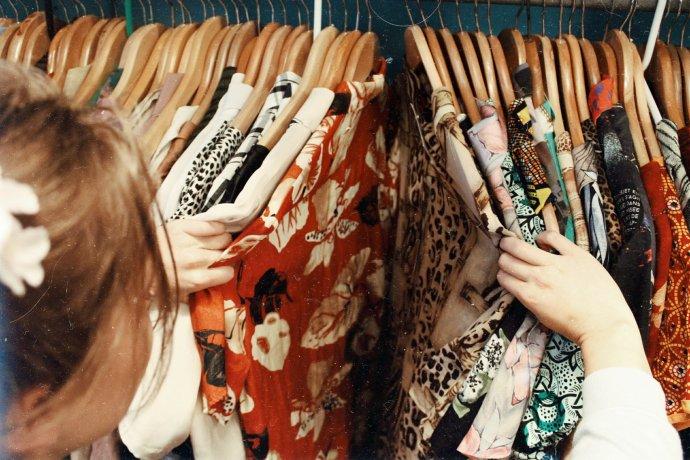 Nakupujte méně. Foto:Becca McHaffie