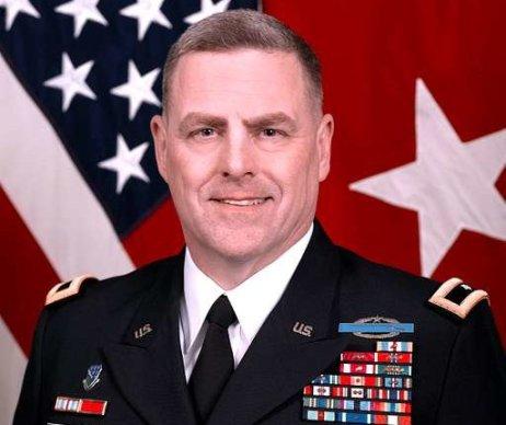 Generál Mark Milley je nejvýše postaveným vojákem v USA. Do funkce náčelníka štábů jej vybral Donald Trump v roce 2018. Nyní volá po jeho odvolání a nazývá jej pitomcem. Foto: U.S. National Archives, public domain