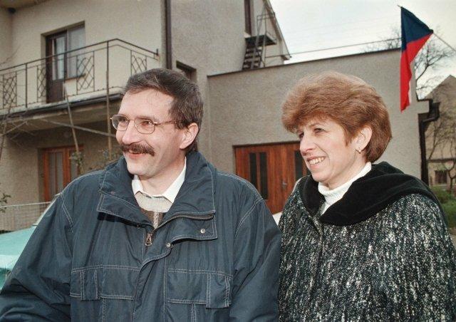 Předseda KDU-ČSL Josef Lux s manželkou Věrou na snímku z roku 1999. Foto: ČTK