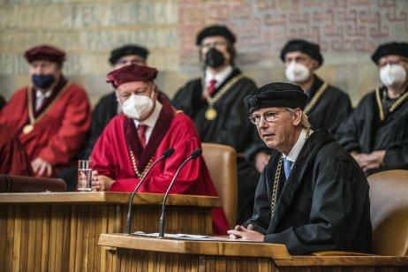 Hans-Georg Kräusslich při přednášce vKarolinu. Foto:Vladimír Šigut, Univerzita Karlova