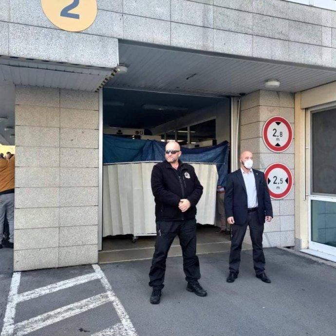 Převoz prezidenta Miloše Zemana do Ústřední vojenské nemocnice vPraze. Foto:DeníkN