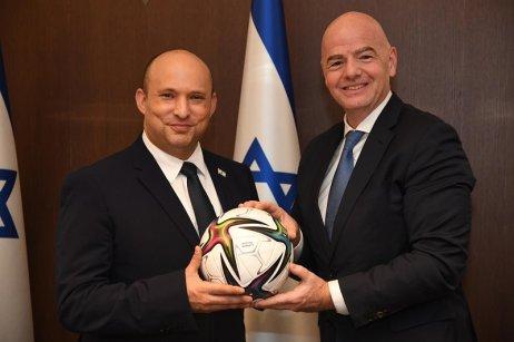 Izraelský premiér Naftali Bennett (vlevo) vítá Gianniho Infantina při jeho první oficiální návštěvě Izraele. Foto:Haim Zah, Government Press Office